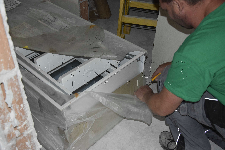 Gyári csomagolás eltávolítása - hőszigetelt tűzgátló padásfeljáró