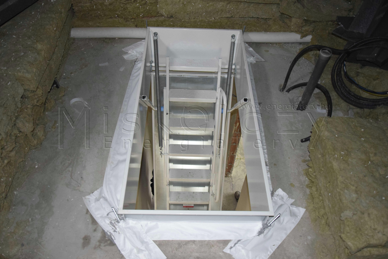 Beépített padlásfeljáró padlástérből hőszigetelt tűzgátló padásfeljáró