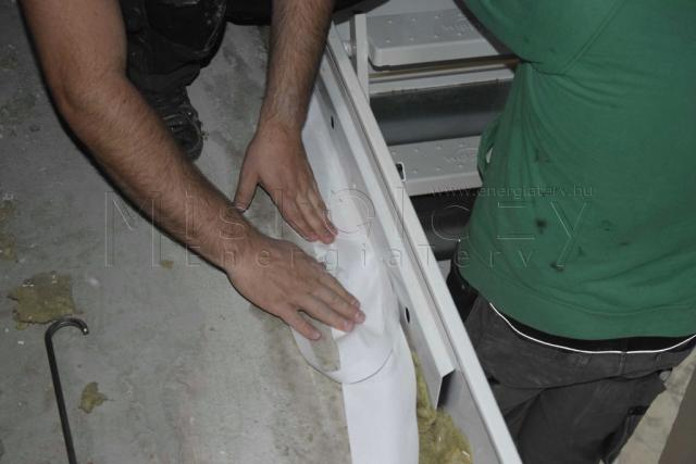Légtömörségi szalag termékhez rögzítése - hőszigetelt tűzgátló padásfeljáró