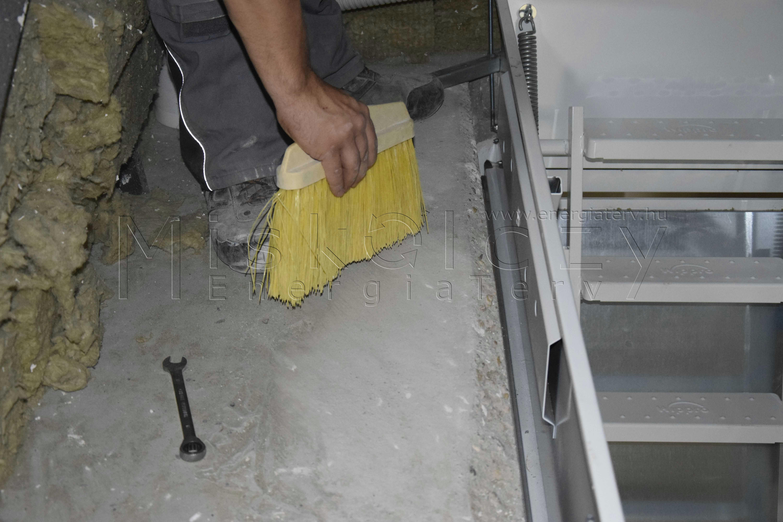 Padlásfödém tisztítása hőszigetelt tűzgátló padásfeljáró